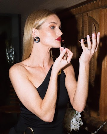 Rosie Huntington Whiteley 23rd Photo
