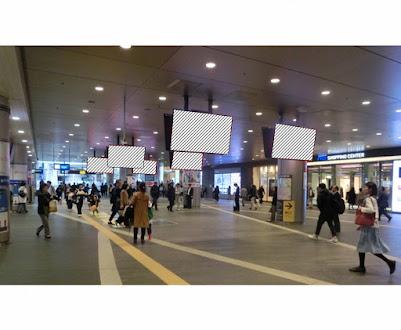 二子玉川駅 シーリングサイネージ