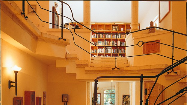 """למכירה בגן חיים  וילה בתכנון האדריכל יונתן מונג'ק על מגרש בשטח 1100 מ""""ר"""