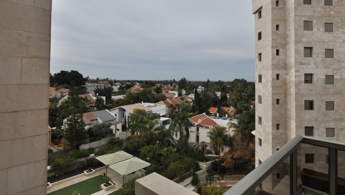 למכירה דירה אטרקטיבית ברמת השרון המערבית