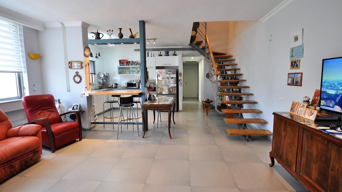 למכירה דירת גג ברובע הדר ברמת השרון