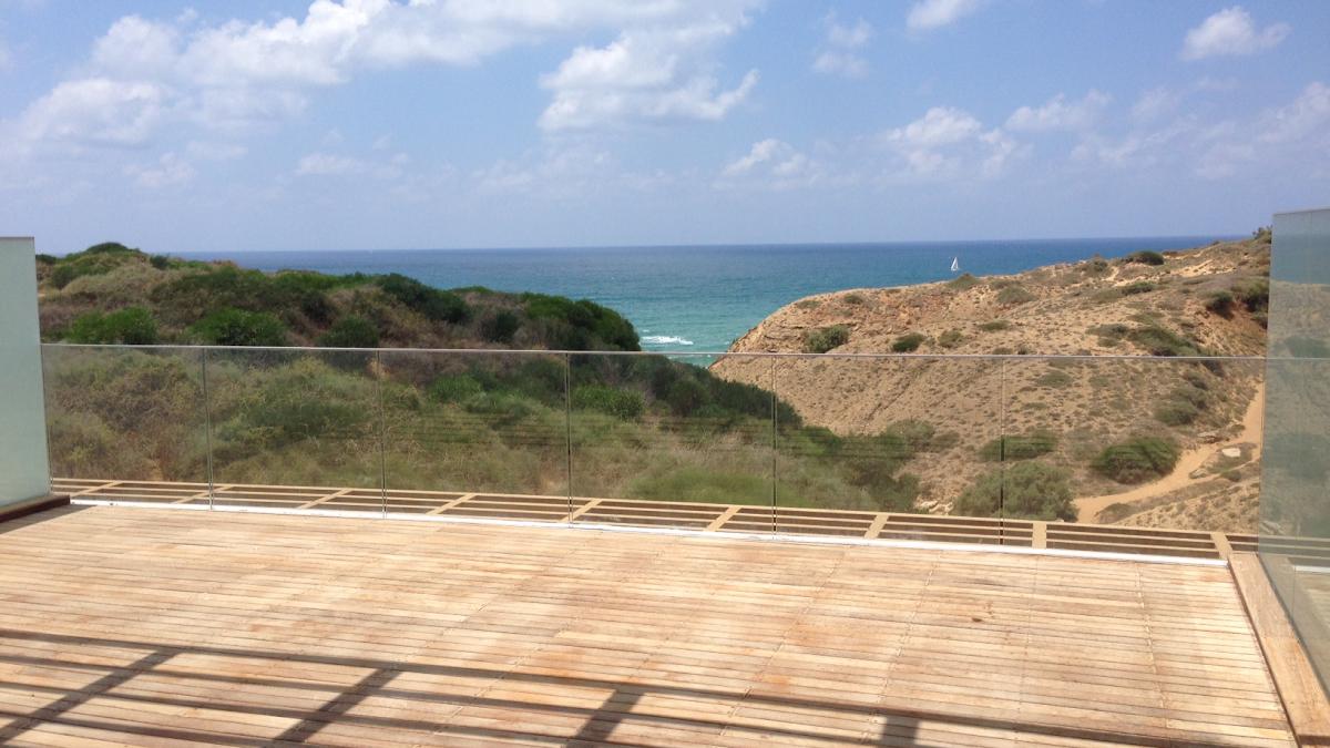 למכירה דירה יוקרתית בצוקי ארסוף, קו ראשון לים.