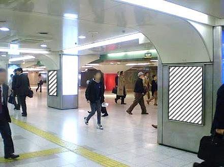 大阪駅前地下道 西広場ポスタージャック