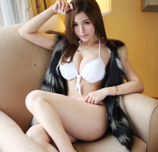 Foto Bugil Pouty Talinka muda merasa lebih baik setelah sesi masturbasi telanjang panas