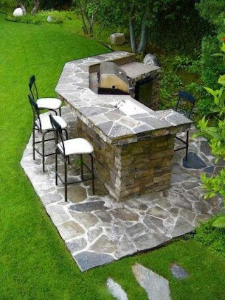 Flagstone Outdoor Kitchen S Bringing Nature Right to The Table in Style