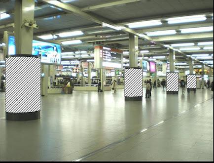阪急改札内円柱