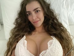 Anllela Sagra 104th Photo