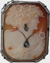 Brosa / Pandantiv, camee sidef, aur alb 14k, diamante
