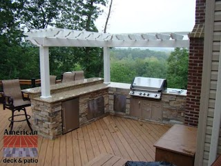 Outdoor Kitchen with Bar S