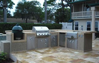 Outdoor Kitchen with Big Green Egg S and S