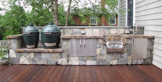 Outdoor Kitchen with Big Green Egg Home