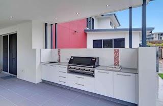 Outdoor Kitchen Brisbane Modern White Patio with Mosaic Splashback In