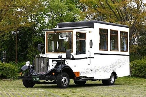 レトロボンネットバス (ホワイト)