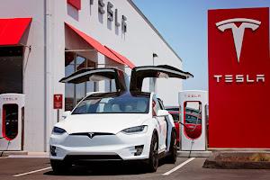 Eladó Tesla Model X 75D
