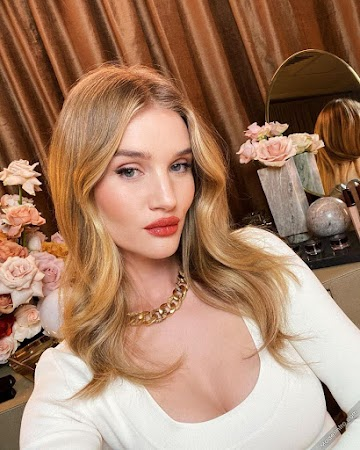 Rosie Huntington Whiteley 17th Photo