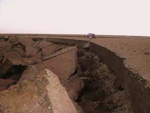 Photo: Sahara Zachodnia - nocleg nad oceanem - urwisko - jak po trzęsieniu ziemi - podmyte klify, ok 500 km od granicy z Mauretanią ( miejsce wybrane w całkowitych ciemnościach o godz. 23.00 )