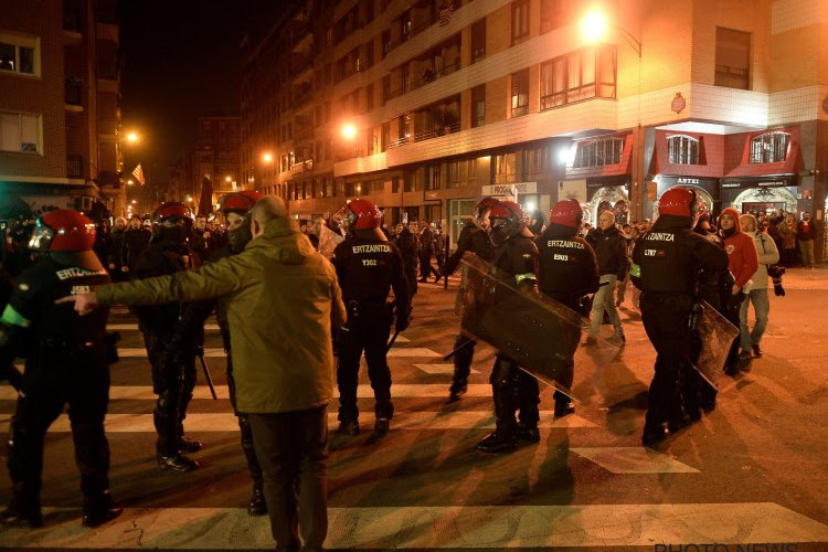 ? Des violents affrontements entre supporters de Bilbao et du Spartak Moscou provoquent la mort d'un policier