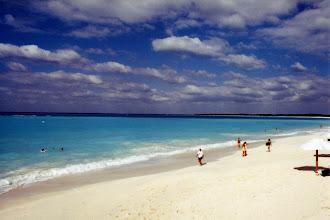 """Photo: #012-Le Club Med """"Columbus Isle"""" dans l'île San Salvador"""