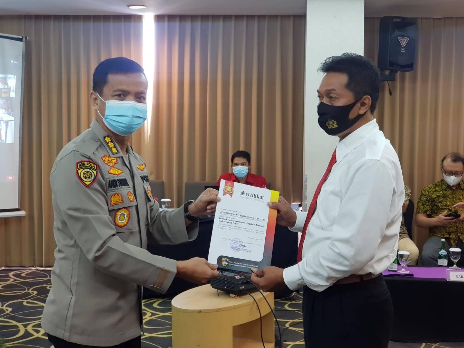 Memuaskan, Nilai Sempurna Diraih Personel Polda Jatim pada Pelatihan Kemampuan Linguistik Forensik Bagi Penyidik Polri