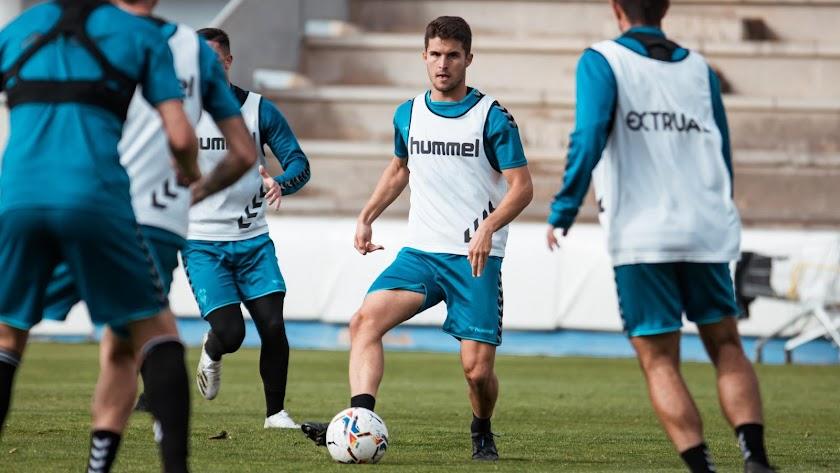 Álvaro Peña en el entrenamiento del Albacete Balompié.