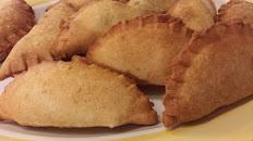 Empanadas de Res o Pollo