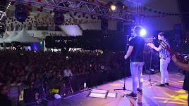 El multitudinario concierto de Andy & Lucas fue el magnífico preámbulo de las Fiestas.