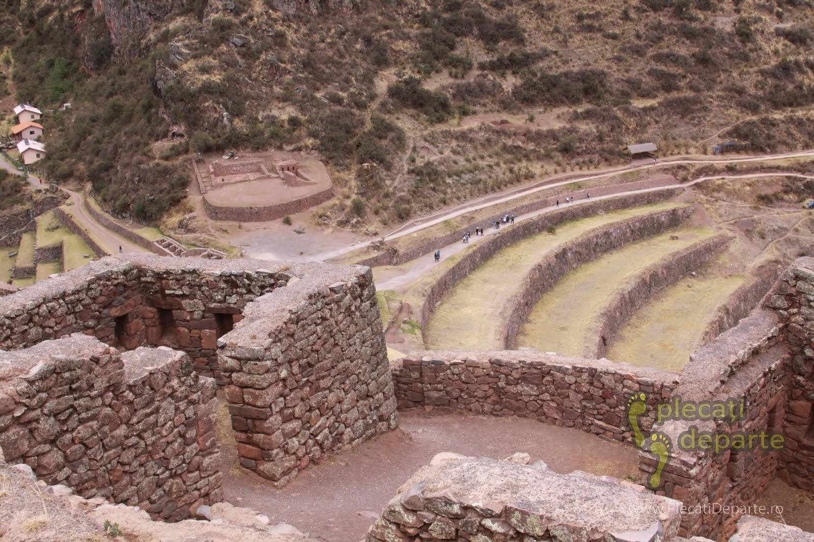 Qantus Raquay din Parcul Arheologic din Pisac, obiectiv turistic din Valea Sacra, Peru