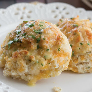 How To Make Garlic Cheddar Buttermilk Biscuits