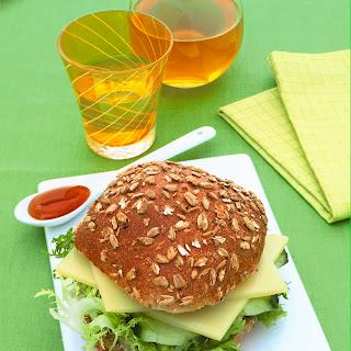 Käse-Gurken-Burger