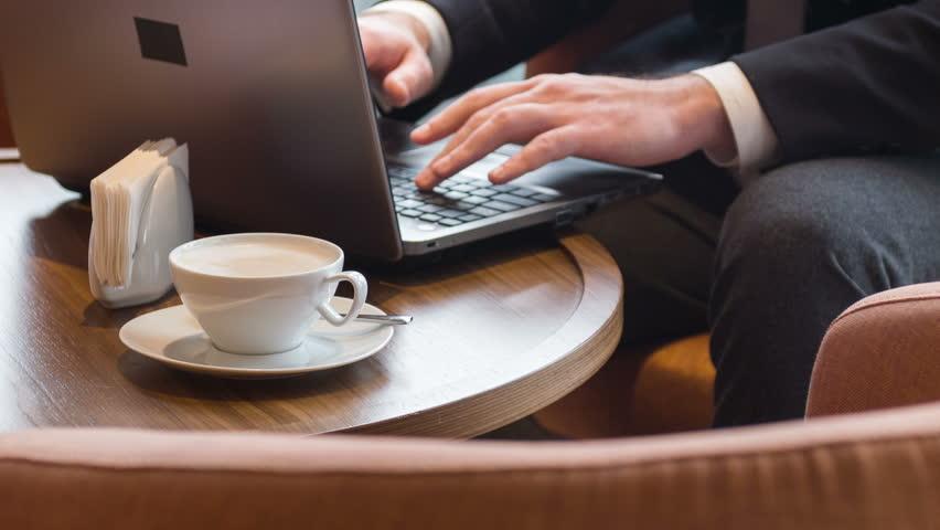Kích thước của những chiếc laptop doanh nhân cũng rất quan trọng.