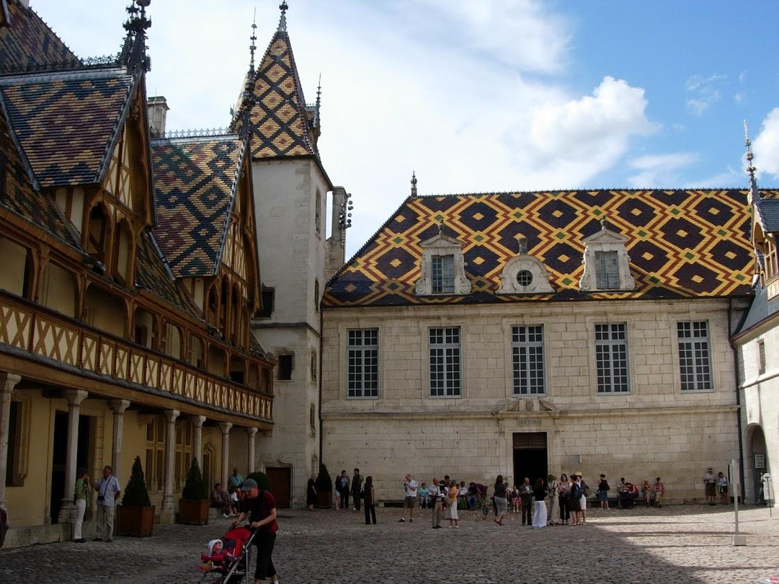 Cour d'honneur de l'Hôtel-Dieu à Beaune