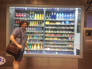 Photo: Thorsten in front of a giant vending machine