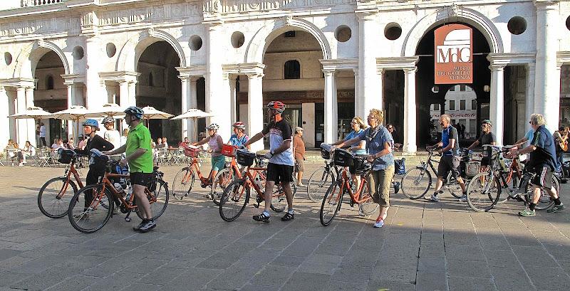 Turisti ciclisti. di sangiopanza