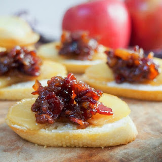 Caramelized Apple And Bacon Jam Crostini
