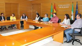 Reunión del equipo de Gobierno con representantes de la oposición para dar a conocer el proyecto para el centro.