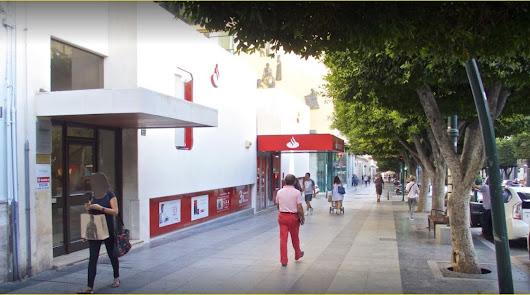 El Santander cerrará 18 oficinas en la provincia y recolocará a los despedidos