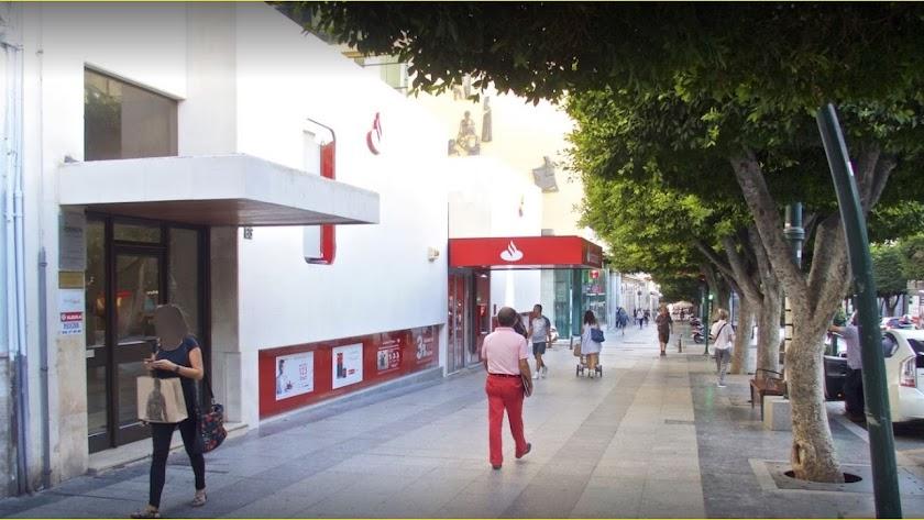Oficina central  del Banco Santander en el Paseo, donde estaba el Hispanoamericano.