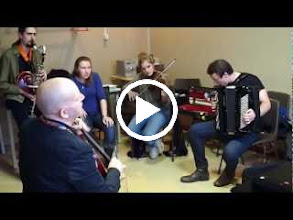 Video: Selection day jamming. Ernst Reijseger (Vlc), Enric (Bcl), Kristel (Voc), Helena (Vl), Harri (Acc), Jaak (Pf)