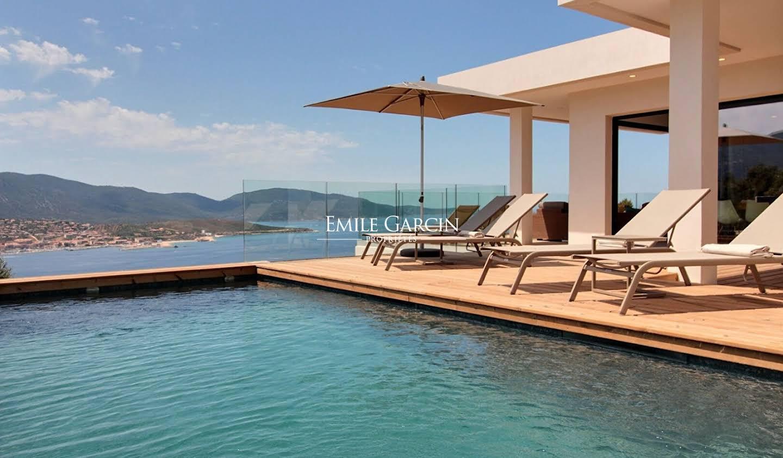 Propriété avec piscine en bord de mer Propriano