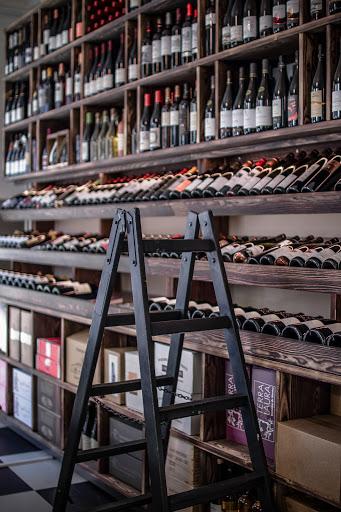 Dans le quartier d'Østerbro, Paris90, le Workshop de Victor Monchamp et ses dizaines de références de vin français, bio