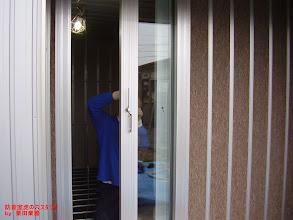 Photo: 内側のブースのドアの設置 ドアの設置