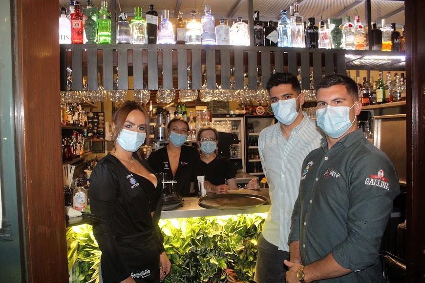 Rafa Díaz, responsable de Molly Group Burana, junto a los profesionales de hostelería.