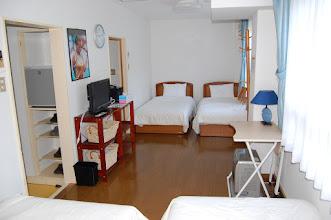 Photo: 207号室 洋室4名部屋 テレビ有、エアコン有、冷蔵庫有、 トイレ有、バスルーム有