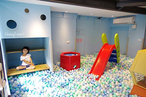 桃園|Café 4 FUN 咖啡趣~珍珠球池溜滑梯 x 六角蜂窩攀爬迷宮 x 藍帶甜點 & 美味餐點~大人吃得滿足、小孩玩得開心的高質感親子咖啡廳