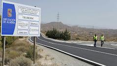 Visita del diputado de Fomento a la zona, donde está ubicado el cartel de las obras.