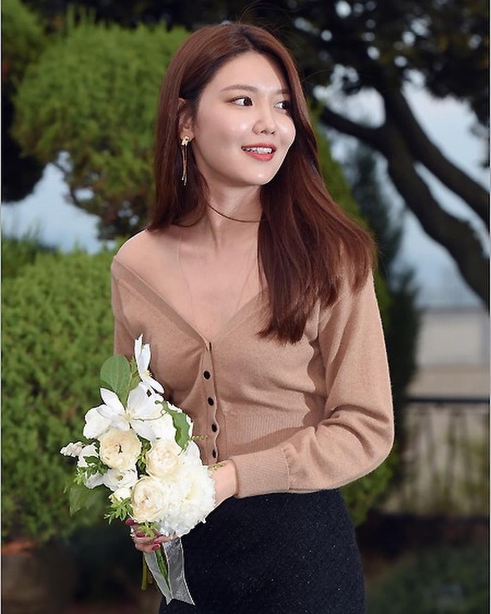 sooyoung deep v neck 1