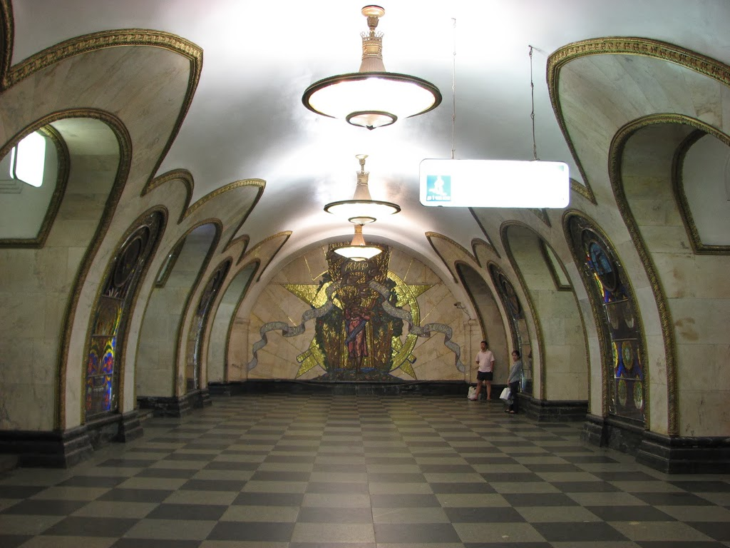 Photo: Novoslobodskaya Metro Station, Moscow   By Harald Kucharek via Flickr (CC BY 2.0) http://www.flickr.com/photos/14884963@N07/4689052583/  『モスクワは涙を信じない』 http://goo.gl/MlcorS