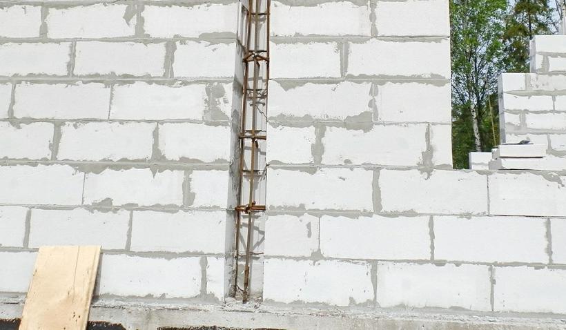 армирование стен металлическими стержнями