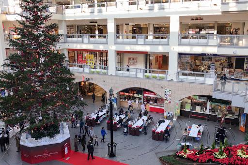 ジャンボクリスマスツリーが鎮座