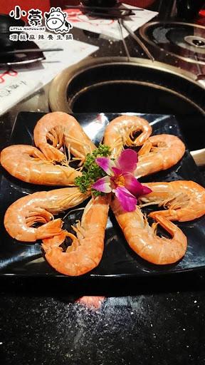 肉質非常讚 高級海鮮 天使紅蝦 草蝦 霸王蝦 任吃到飽  重點是 服務生 服務又不馬虎 真的大推